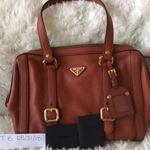 Authentic shoulder bag with tags